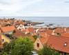 Widok na port w Gudhjem skąd odpływają promy na malutką wysepkę Christiansø