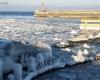 Zima - wejście do portu Ustka 4