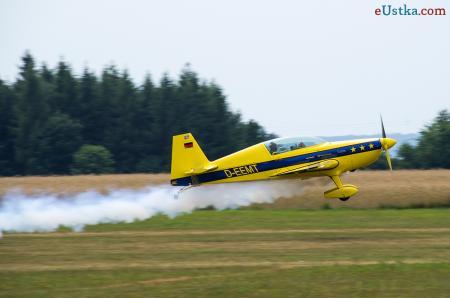 Piknik lotniczy Słupsk 2013 - samolot EXTRA 200 b