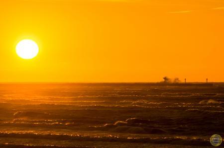 Zachód słońca - sztorm Ustka